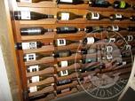 Immagine di arredi bar e bottiglie varie 1481