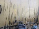 Immagine di INV 19- N 20 CANNE DA PESCA DI VARIE MARCHE, VARI COLORI E VARIE MISURE CON MULINELLO   INV 20 - N 4 RETINI DA PESCA DI COLORE NERO