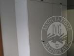 Immagine di LOTTO 18 - N 1 ARMADIO IN LEGNO LAMINATO DI COLORE BIANCO AVENTE OTTO ANTE PIENE DI DIMENSIONI CIRCA 200 X 250 X 50