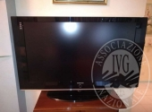TV, DIVANO, CREDENZA, SPECCHIO, CREDENZA, TAVOLO CON N. 6 SEDIE