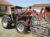 TRATTRICE AGRICOLA DI COLORE ROSSO