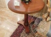 Tavolino tondo in stile