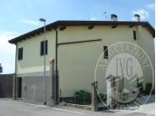 Immagine di Fabbricato residenziale con due unita' abitative e pertinenze scoperte