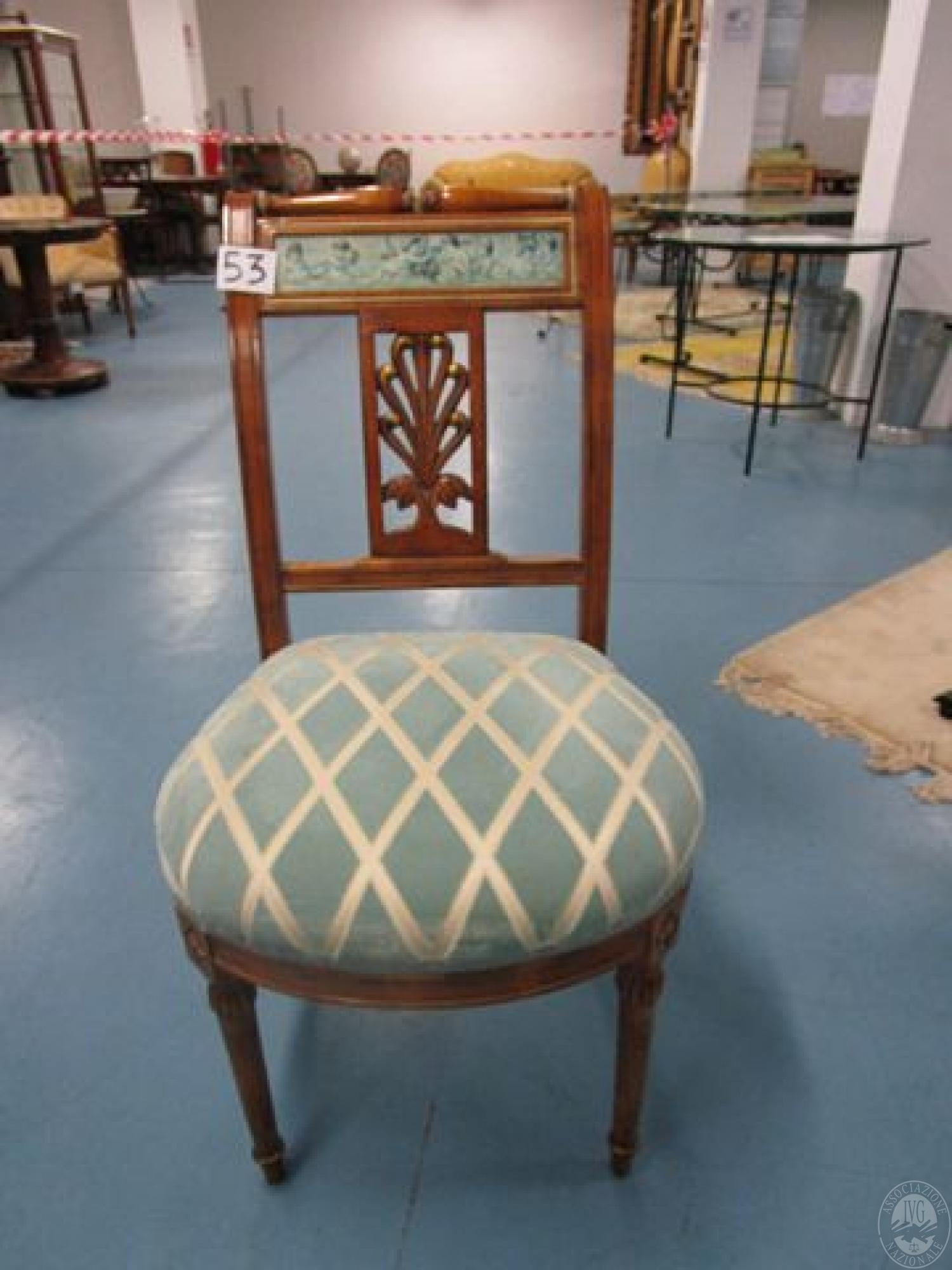 LOTTO 53-n.2 sedie in legno con decorazioni dipinte e imbottitura a ...
