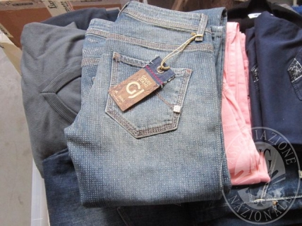 Vendita in blocco di capi di abbigliamento