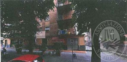 Piena proprieta' negozio con pertinenza in Parma
